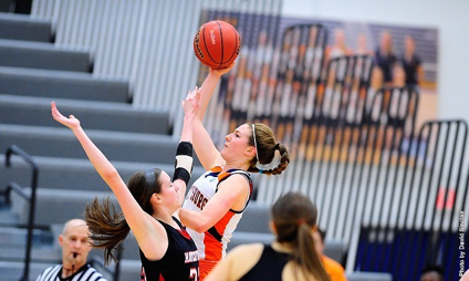Photo courtesy of Gettysburg College. Senior Jessica Porter scored her 1,000th career point in a matchup against Ursinus.