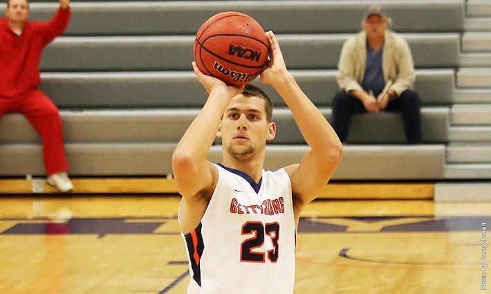 Senior Tanner Kirkpatrick leads the Bullets Men's Basketball team. Photo by Corey Jewart, Gettysburg College Associate Athletic Director