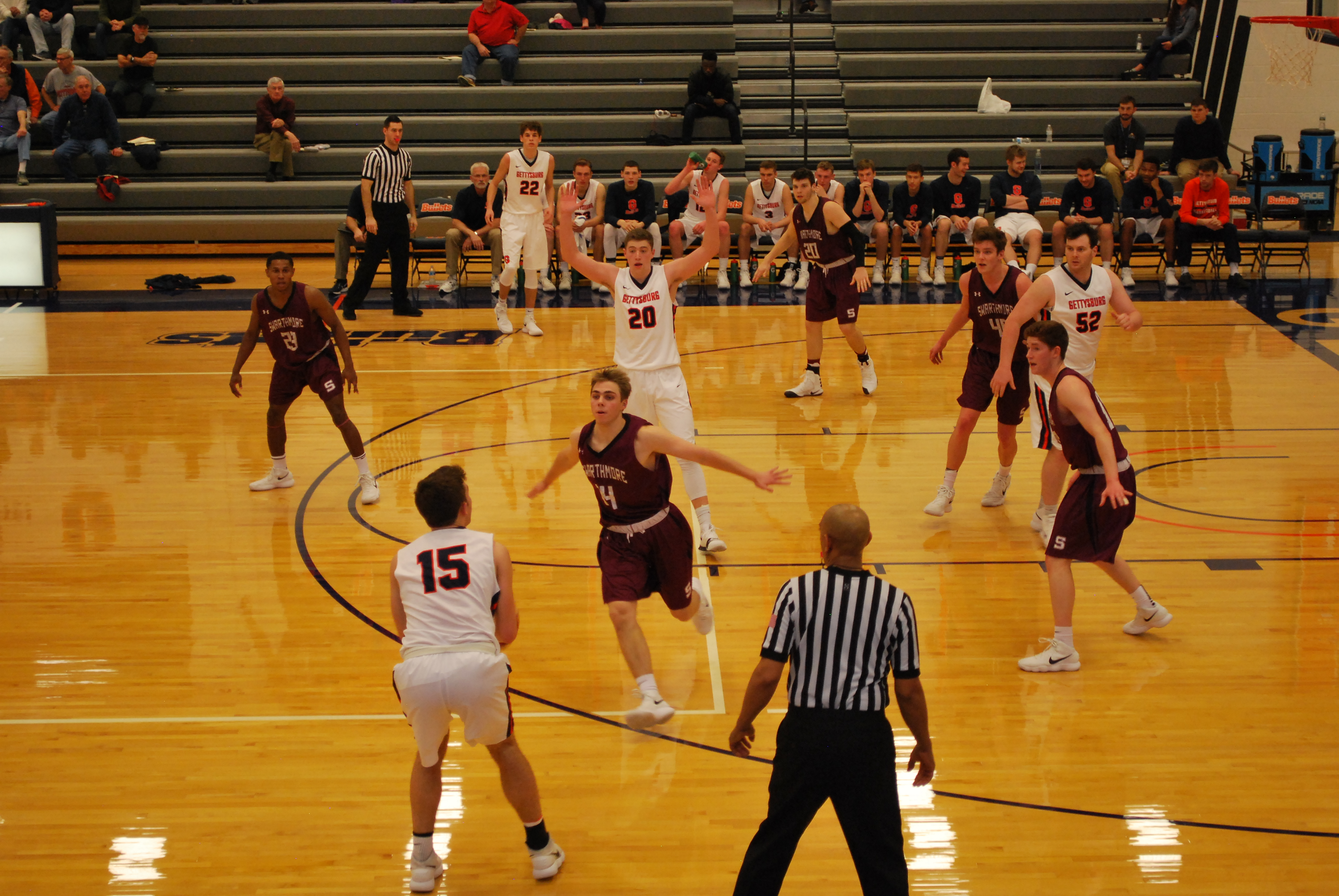 Nick Lord prepares to shoot; he made four of his first five 3-point shots against Swarthmore (Photo Benjamin Pontz / The Gettysburgian)