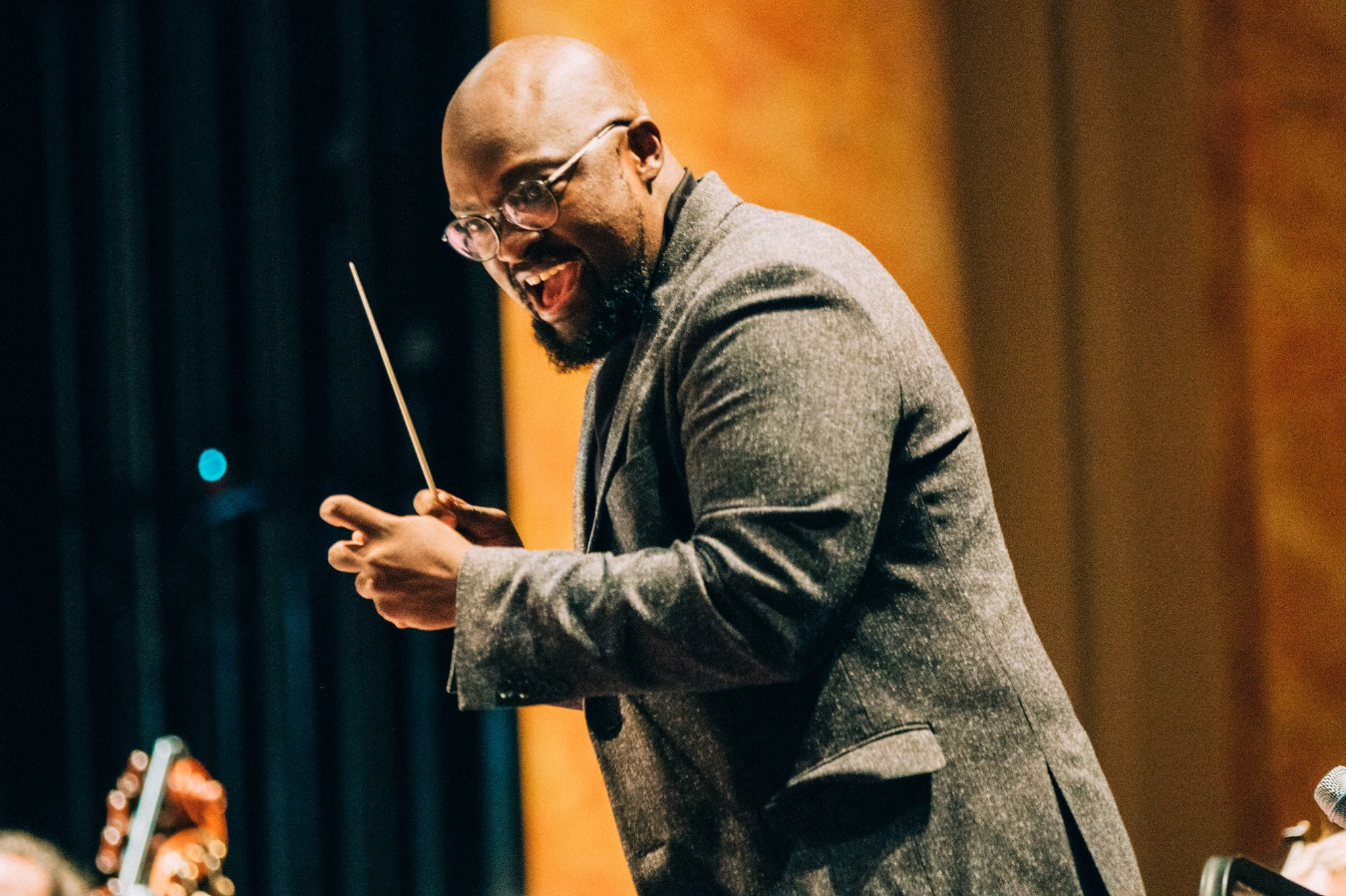 Vimbayi Kaziboni conducts the Gettysburg College Symphony Orchestra at the Majestic Theater (Photo courtesy of Gettysburg College)