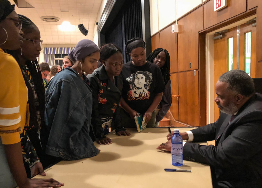 First-year students gathered to hear Anthony Ray Hinton speak about his life (Photo Merlyn Maldonado/The Gettysburgian).