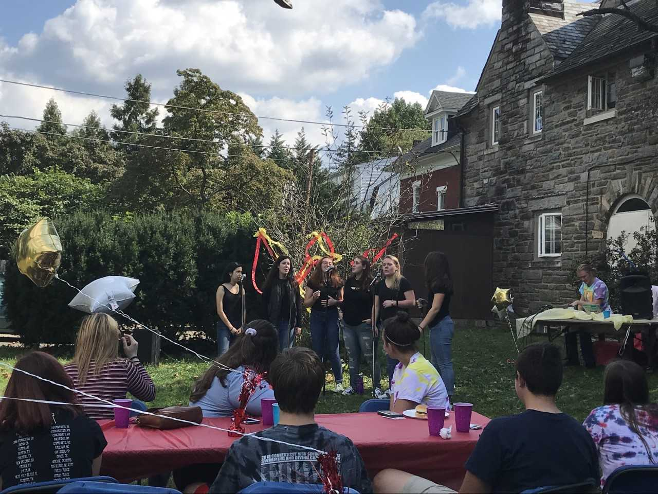 Spark Notes perform at the 2018 Can Jam at Sigma Nu (Photo by Thea Toocheck/The Gettysburgian)