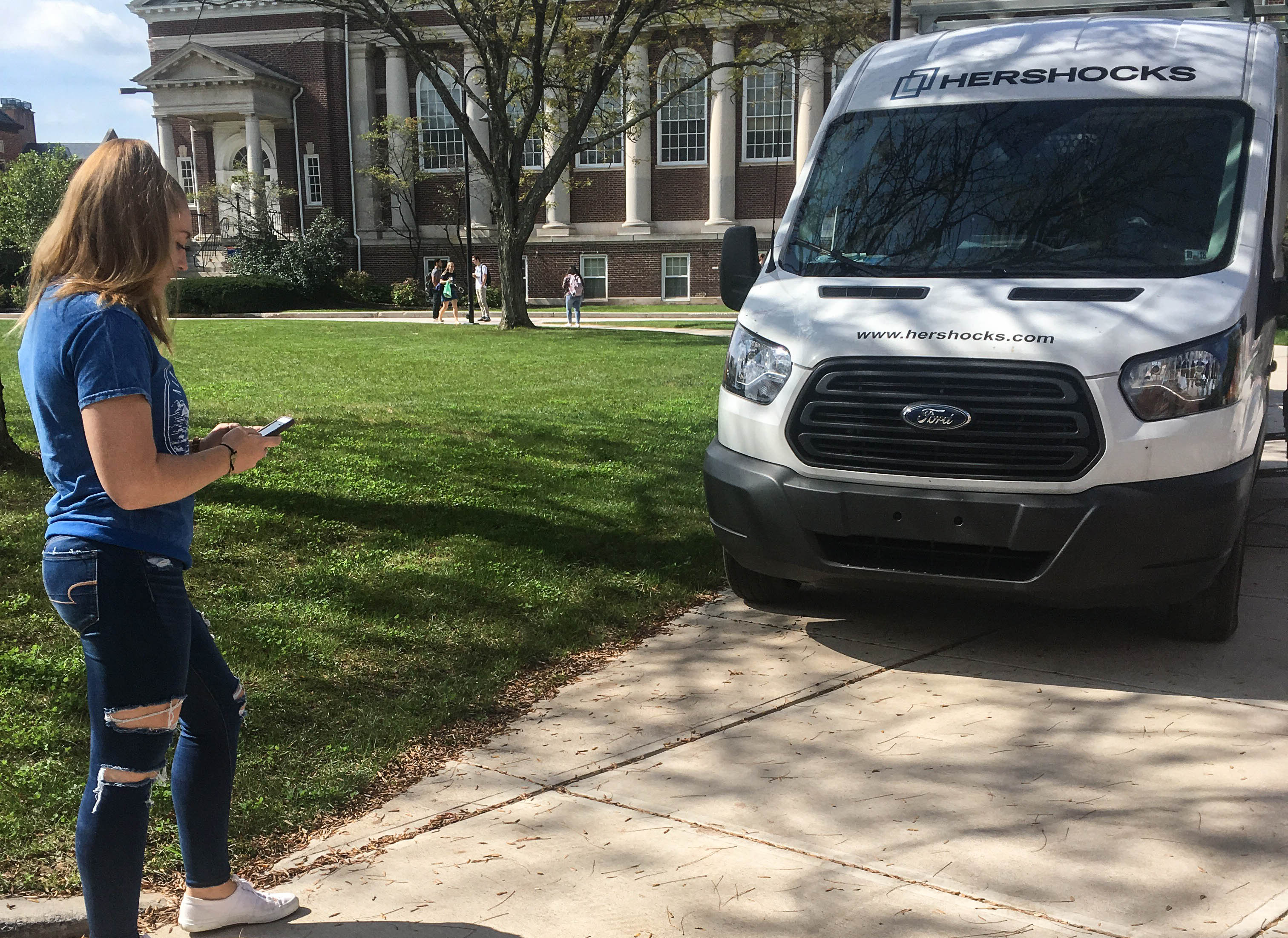 Texting and walking is a prevalent habit among Gettysburg College students (Photo Sam Hann/The Gettysburgian)