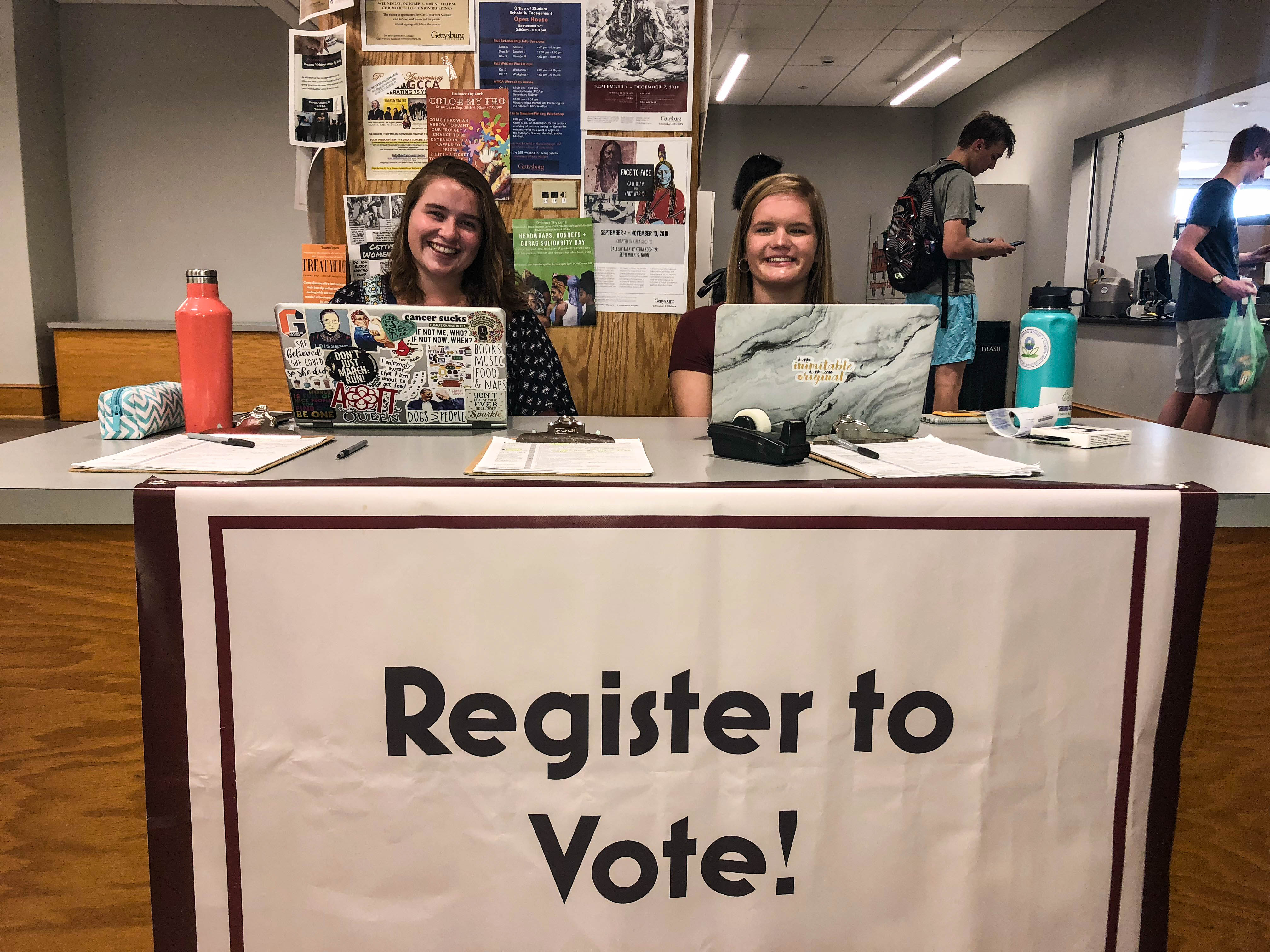 As the Midterm Elections approach, student groups have been encouraging students to vote on Tuesday, November 6 (Photo Gabi Eglinton/The Gettysburgian)