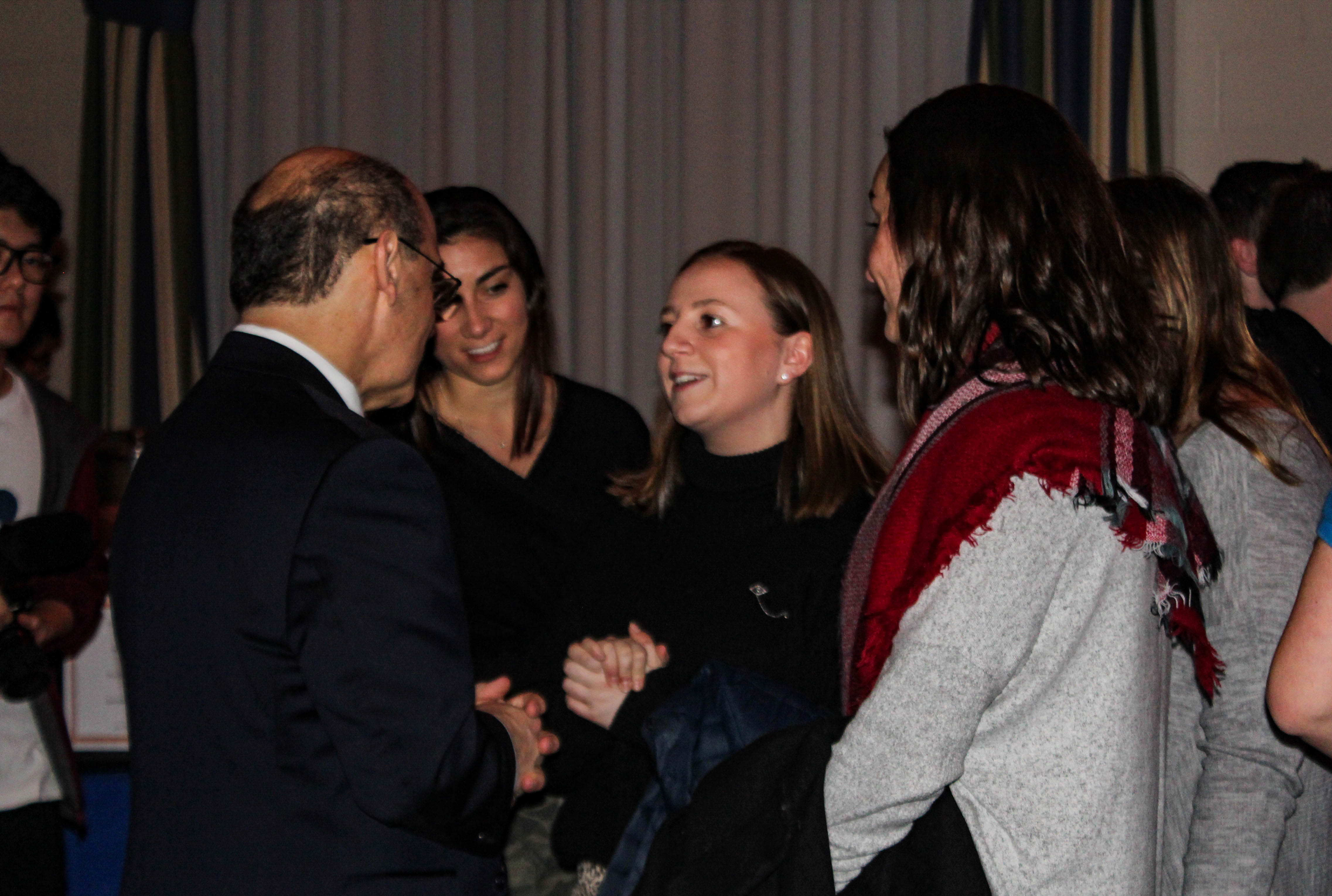 Robert Iuliano meeting with sorority members from Alpha Delta Pi (Photo Mary Frasier/The Gettysburgian)