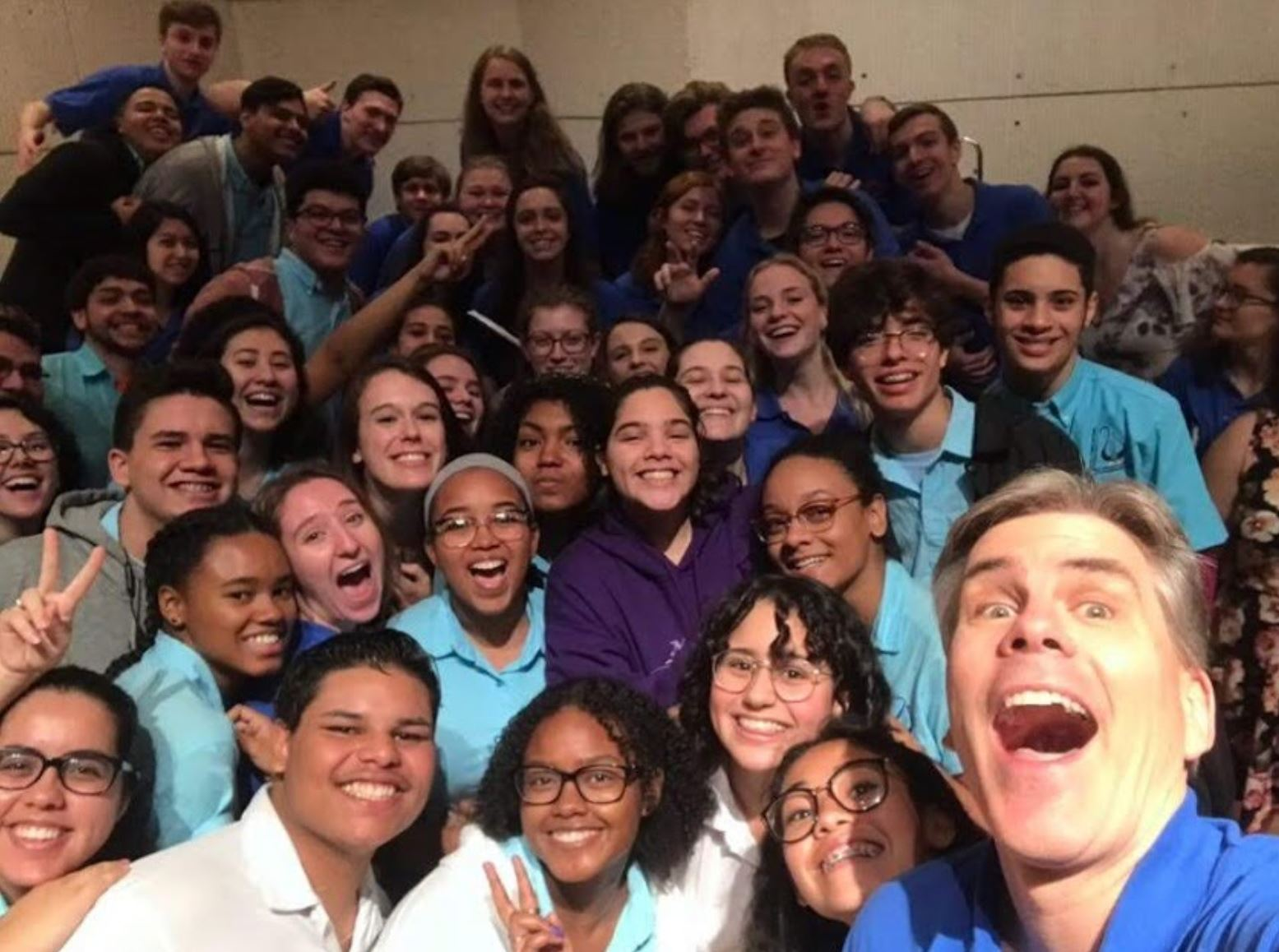 Dr. Robert Natter cheeses with students from both the Gettysburg and Puerto Rican choir at Escuela Libre de Música (Photo courtesy of Gettysburg College Choir)