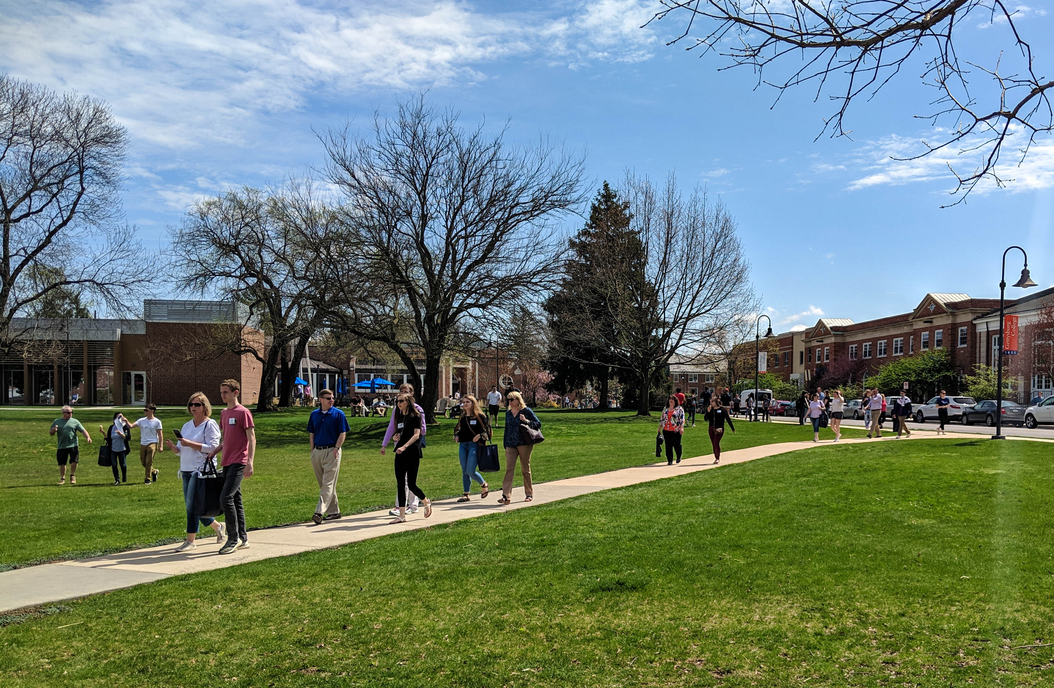 Accepted students and their families filled campus on Get Acquainted Day 2019 (Photo Mary Frasier/The Gettysburgian).