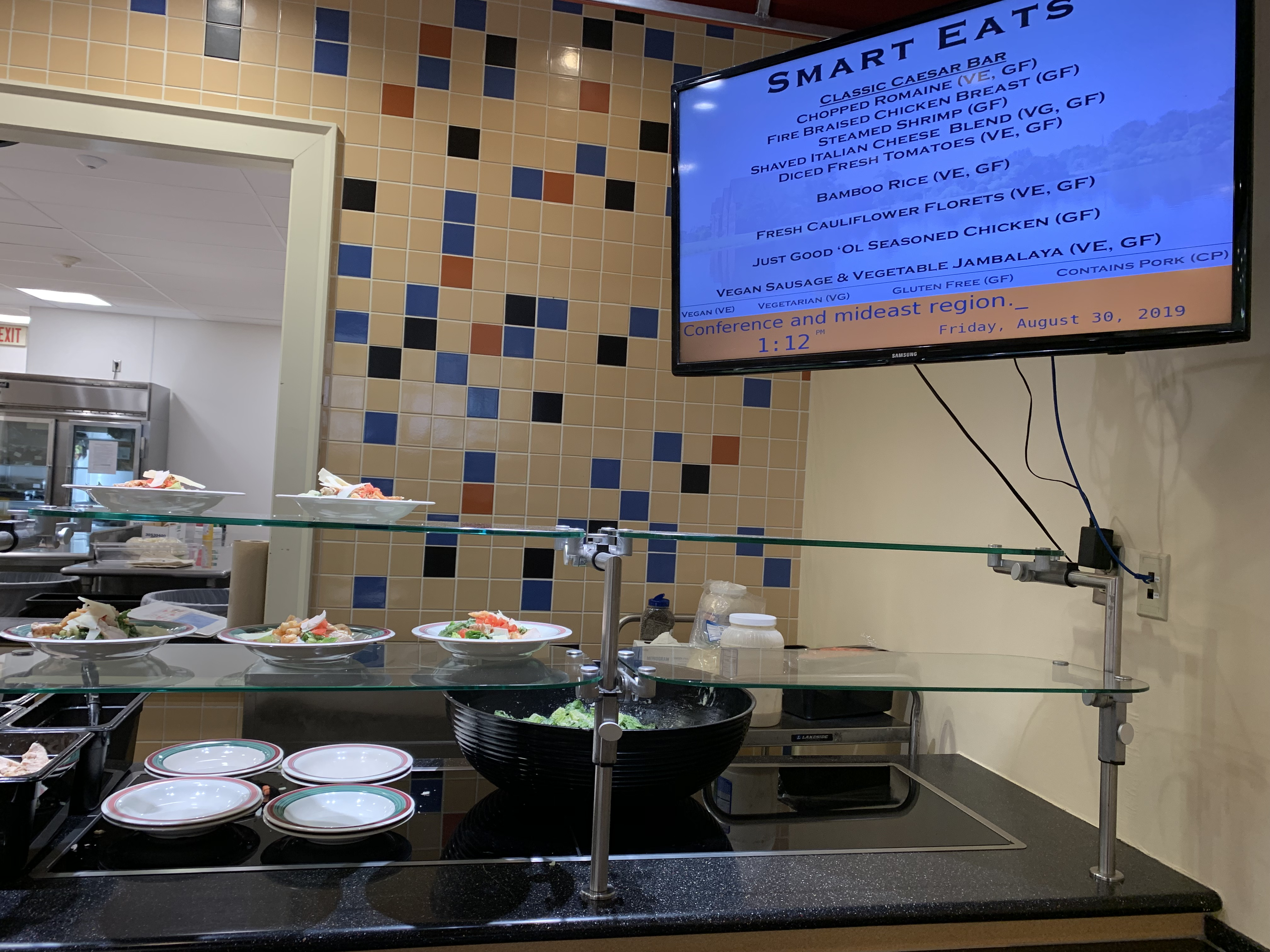 Now another point of service with hot plates of food, Smart Eats provides students with delicious vegan, vegetarian, and gluten free options (Photo Phoebe Doscher/The Gettysburgian).