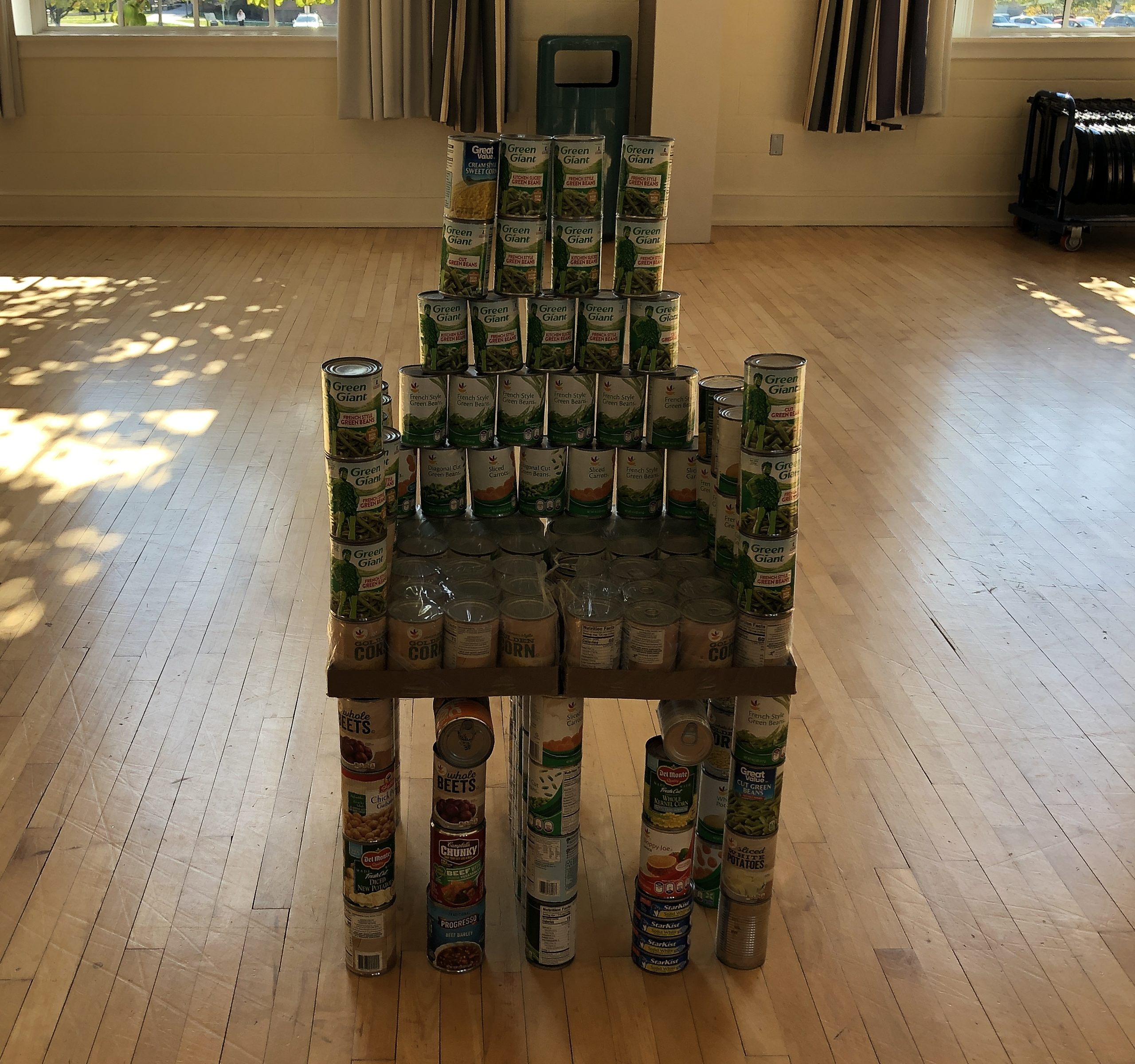 Lambda Chi Alpha created a can throne at the CANstruction drive and sculpture contest (Photo Katie Oglesby/The Gettysburgian)