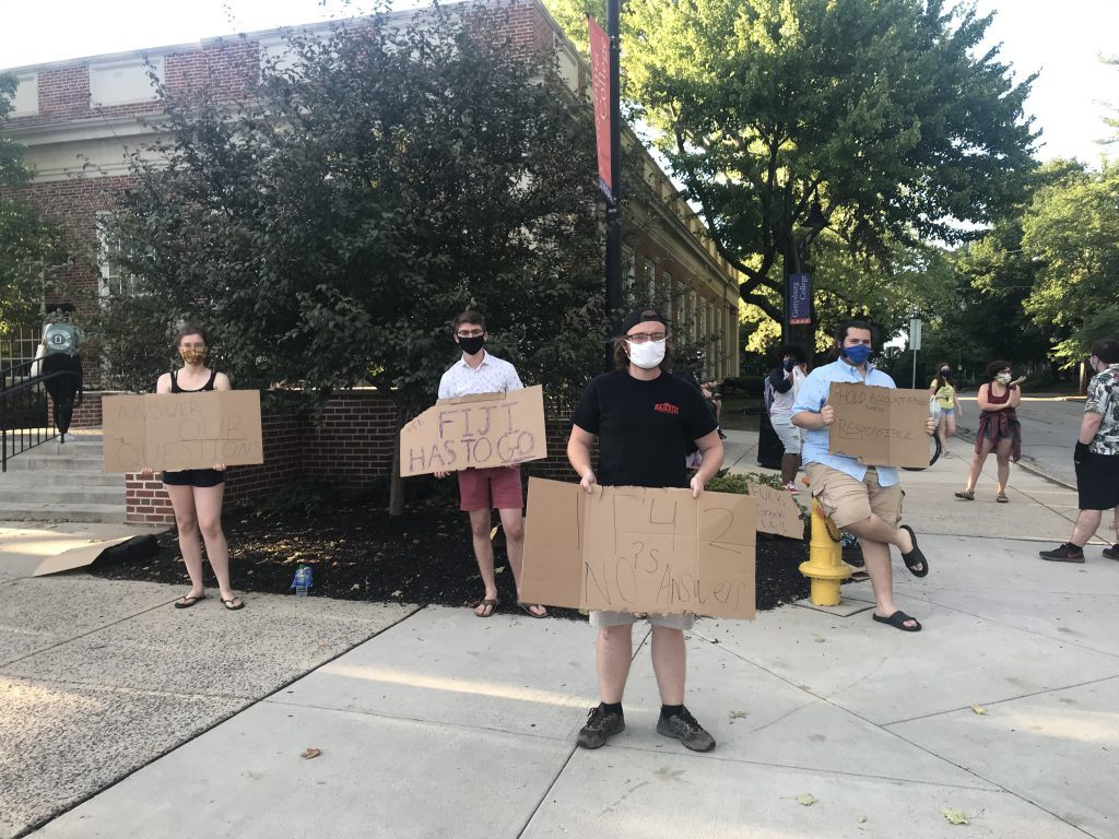 Humor house members protest outside of Servo. (Photo by Nicole DeJacimo.)