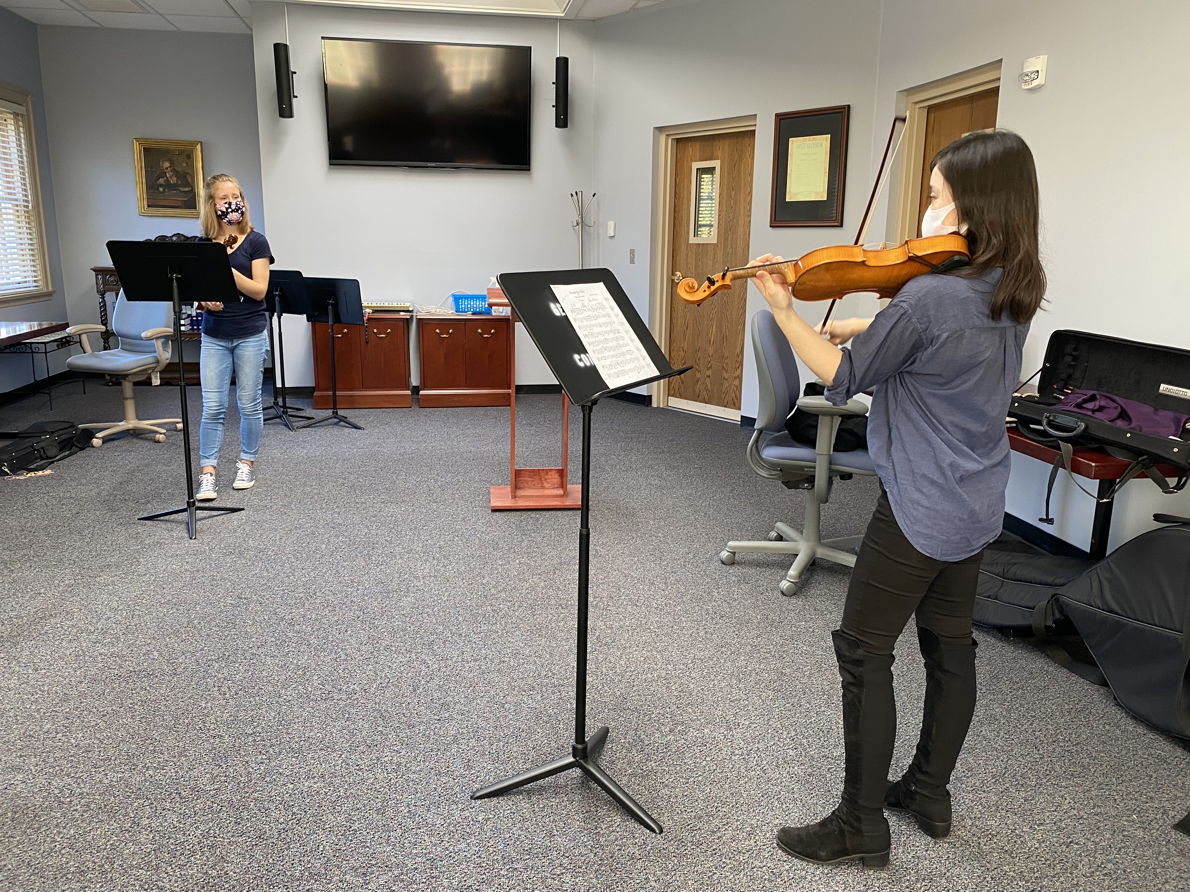 Visiting Assistant Professor Elly Toyoda (right) instructs a violin student (Photo Lily Zhou/The Gettysburgian)