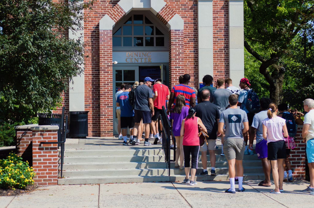 The Class of 2025 lines up outside of Servo for their first lunch on campus. (Photo Aly Wein/The Gettysburgian)