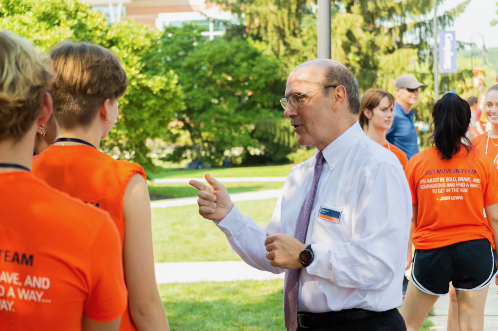 President Bob Iuliano chats with orientation volunteers (Photo Aly Wein/The Gettysburgian)