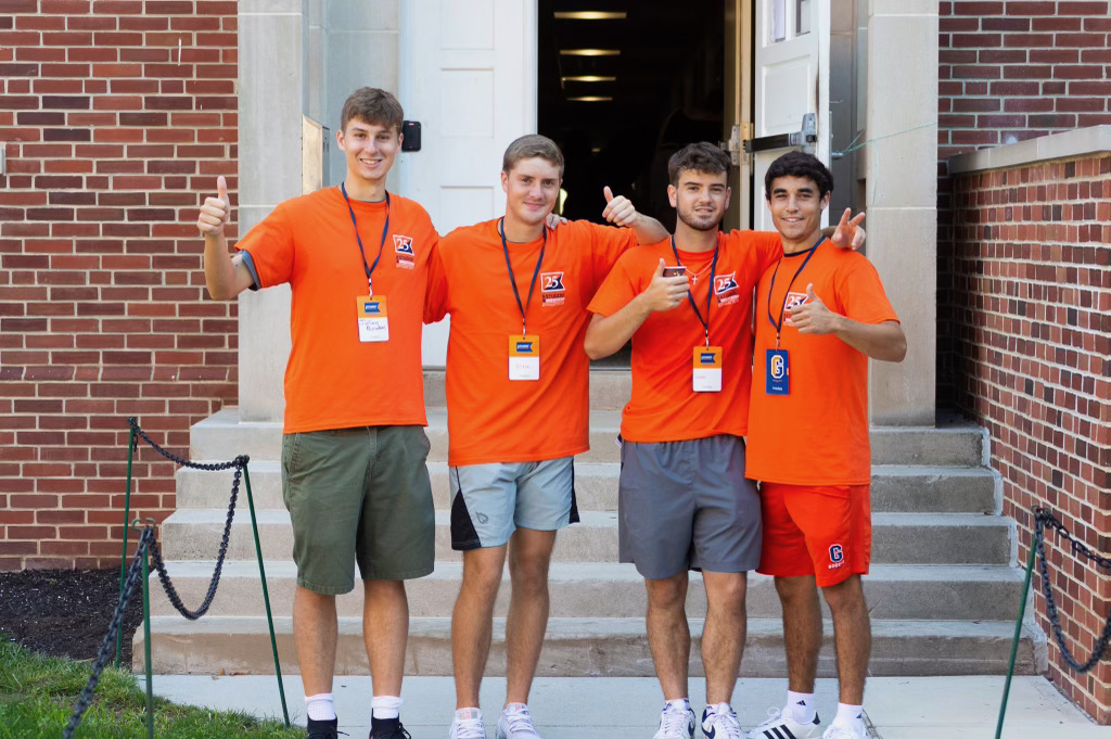 Big thumbs up from orientation volunteers (Photo Aly Wein/The Gettysburgian)