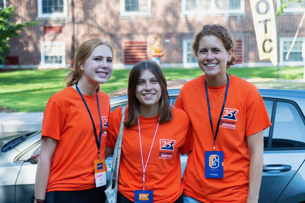 Orientation volunteers outside first-year halls on Move-In Day (Photo Aly Wein/The Gettysburgian)