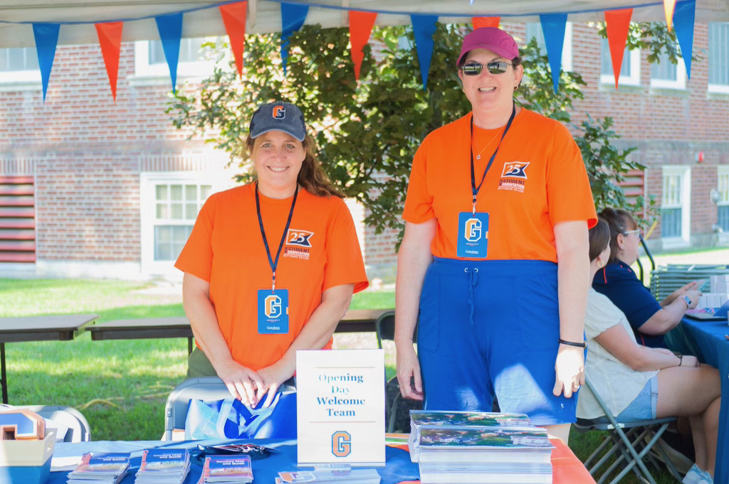 """Opening Day """"Welcome Team"""" waiting to greet students and direct them to their dorms (Photo Aly Wein/The Gettysburgian)"""